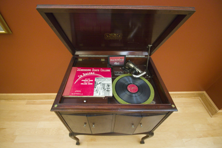 Record player at Templeton Music Museum at Mississippi State University