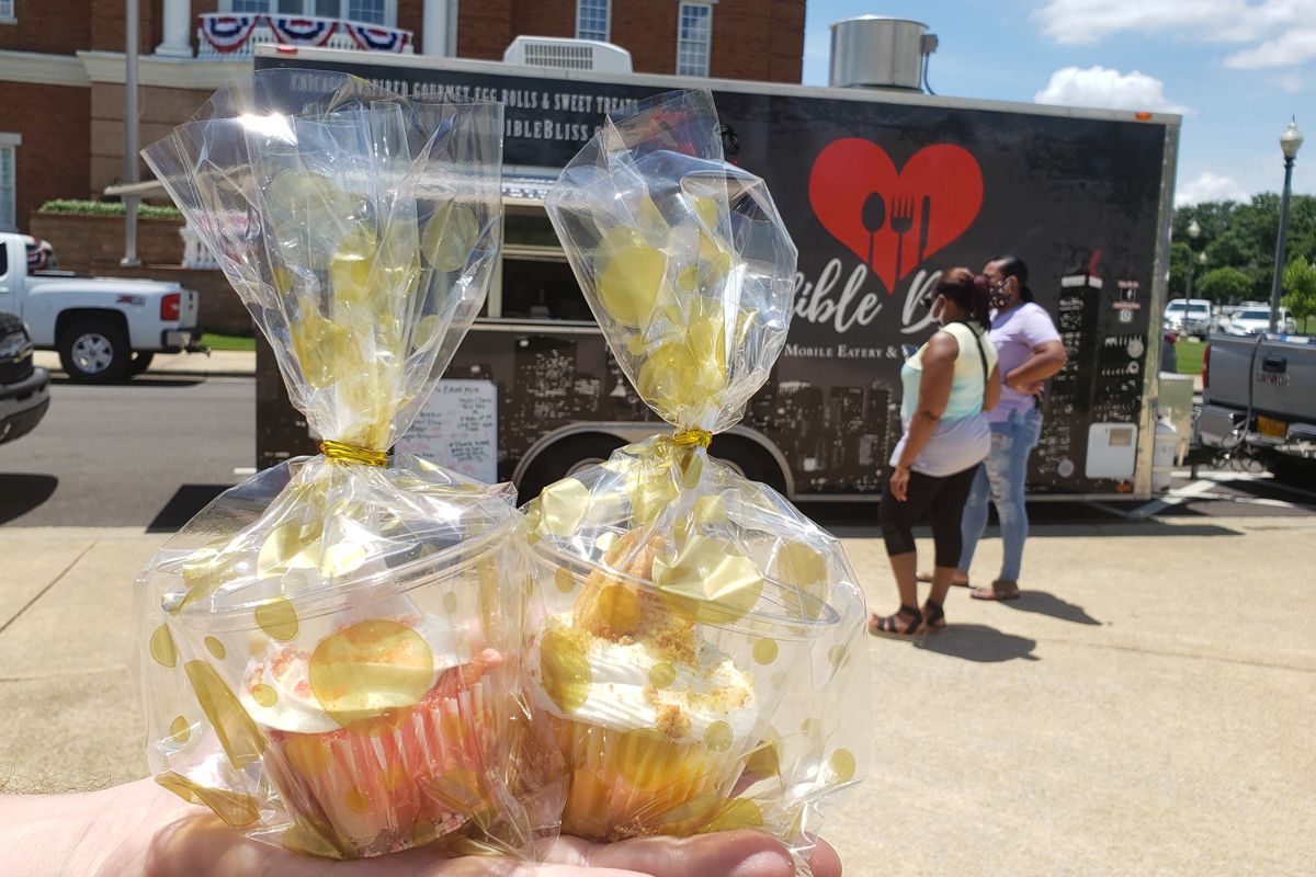 Strawberry Crunch and Banana Pudding cupcakes from Sweetz by Tam in front of the Edible Bliss food truck