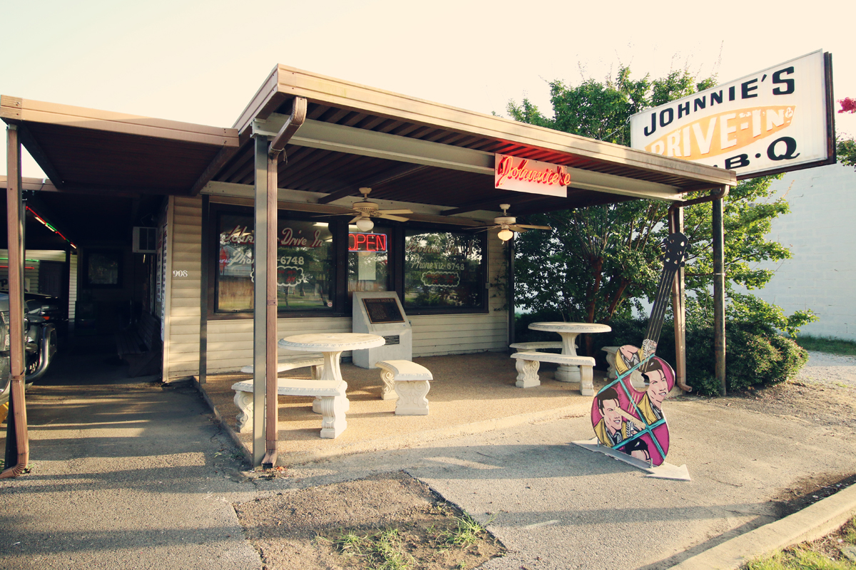 exterior of Johnnies Drive-In